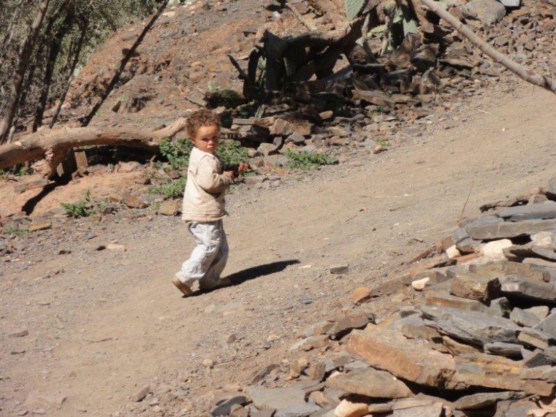 Ein Kind aus dem Dorf