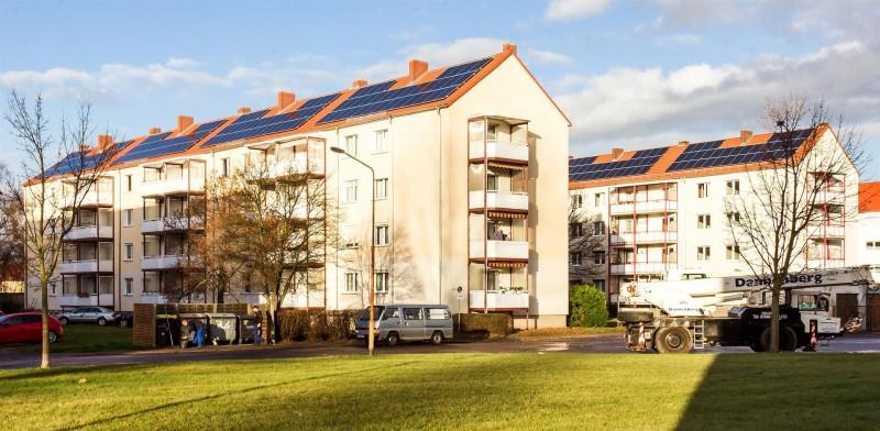 Insgesamt wurden 12 Mehrparteienhäusern mit 230 Wohnungen von IBC SOLAR mit Solaranlagen ausgerüstet