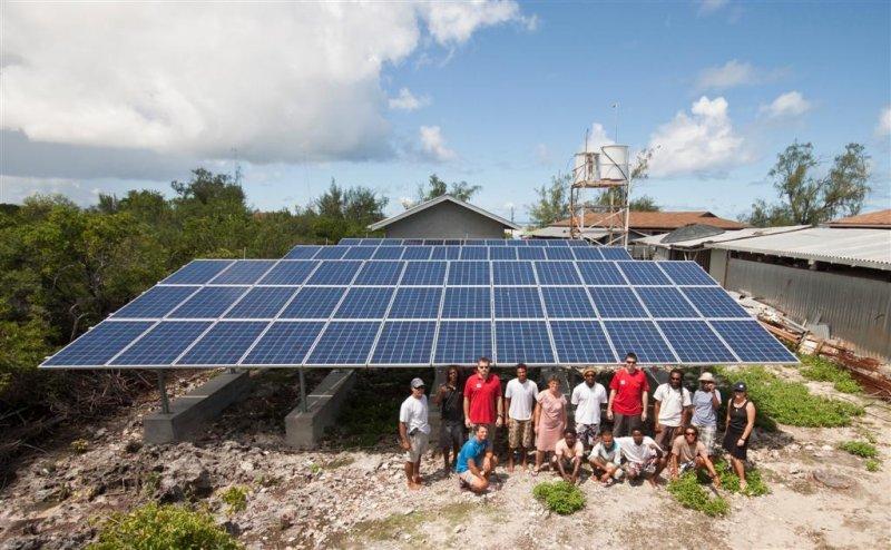IBC SOLAR unterstützte die Planung und Installation vor Ort und schulte die Forscher in Umgang und Wartung der Solaranlage