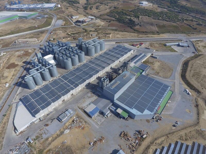 PV-System auf dem Dach der Tiryaki Agro Company in Mersin